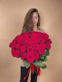 Букет из красной розы (Россия) - купить цветы и аксессуары в интернет-магазине Дом цветов